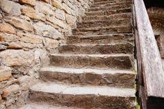 Schließen Sie herauf Hintergrund der alten mittelalterlichen Steintreppe Stockfotos