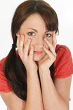 Schließen Sie herauf junge Frauen-Hände auf Gesicht Lizenzfreie Stockfotografie