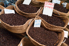Schließen Sie herauf Kaffee-Weidenkörbe im arabischen Markt Costa Rica Coffee Lizenzfreie Stockfotos