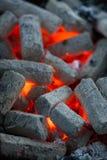 Schließen Sie herauf Kohle in einem Grill Stockfotografie