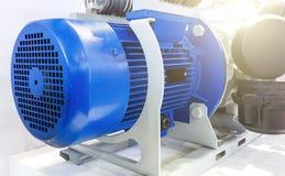Schließen Sie herauf leistungsfähige Elektromotoren für moderne industrielle Ausrüstung Lizenzfreie Stockfotos