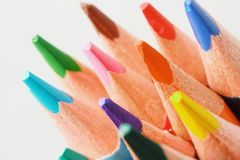 Schließen Sie herauf Makroschuß von Farbbleistiftstapel-Bleistiftspitzen Stockfotos