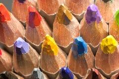 Schließen Sie herauf Makroschuß von Farbbleistiftstapel-Bleistiftspitzen Lizenzfreies Stockbild