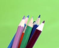 Schließen Sie herauf Makroschuß von Farbbleistiftstapel-Bleistiftspitzen Stockbilder