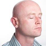 Schließen Sie herauf Mann rasierten kahlen Kopf Stockfoto