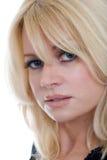 Schließen Sie herauf mittlere gealterte blonde Frau des Portraits Lizenzfreies Stockbild