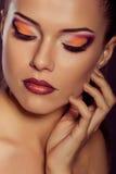 Schließen Sie herauf Modeporträt Vorbildliches Schießen Make-up und Frisur stockfoto