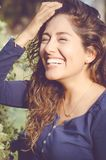 Schließen Sie herauf Morgenporträt der lächelnden hübschen Frau lizenzfreie stockbilder