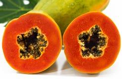 Schließen Sie herauf Papaya im weißen Hintergrund Lizenzfreie Stockbilder