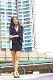 Schließen Sie herauf Porträt asiatischen JugendGeschäftsfraublickes glänzendes a Lizenzfreies Stockbild