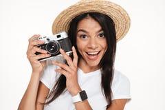 Schließen Sie herauf Porträt einer netten jungen Frau im Hut Stockfoto