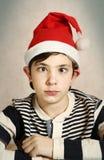 Schließen Sie herauf Porträt eines jugendlichen Jungen in Sankt-Hut Lizenzfreies Stockbild