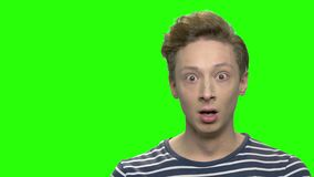 Schließen Sie herauf Porträt erschrockenen Teenager stock footage