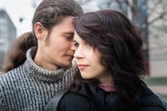Schließen Sie herauf Portrait der attraktiven jungen Paare Stockfoto