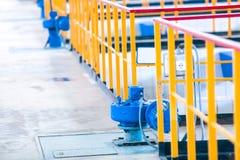 Schließen Sie herauf russische Abwasserbehandlung Stockfoto