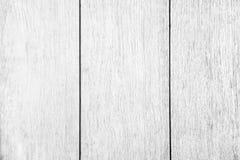 Schließen Sie herauf rustikale hölzerne Tabelle mit Korngefüge in der Weinleseart Stockfotos