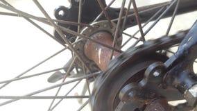 Schließen Sie herauf rustikales von Fahrrad Kette und ster stock video footage