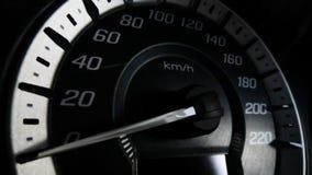 Schließen Sie herauf Schuss eines Geschwindigkeitsmeters in einem Auto Lizenzfreie Stockfotografie