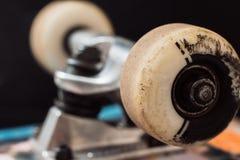 Schließen Sie herauf Skateboard-LKW und -räder Stockbilder