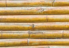 Schließen Sie herauf Stapel gelben Bambuszaunhintergrund Lizenzfreies Stockbild