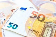Schließen Sie herauf Stapel Hintergrundes mit fünfzig des Eurobanknoten lizenzfreies stockfoto