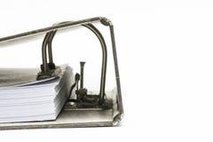 Schließen Sie herauf Stapel Papier innerhalb des Ordners Stockfoto