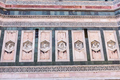 Schließen Sie herauf Statue am Portal von Cattedrale-Di Santa Maria del Fiore Lizenzfreies Stockfoto