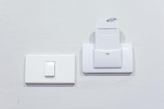 Schließen Sie herauf Stecker den Stromadapter, zum von Energie zu liefern Lizenzfreies Stockbild