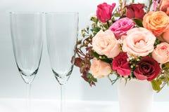 Schließen Sie herauf Vase des Rosenblumenstraußes, schöne Blume Lizenzfreie Stockfotos