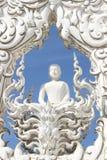 Schließen Sie herauf weiße Buddha-Statue lizenzfreie stockbilder