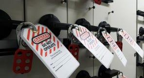 Schließen Sie heraus zu u. etikettieren Sie heraus, Ausrück-Station, Maschine - spezifische Ausrück-Geräte stockbild