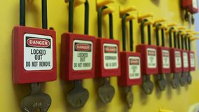 Schließen Sie heraus zu u. etikettieren Sie heraus, Ausrück-Station, Maschine - spezifische Ausrück-Geräte stockfotografie