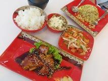 Schließen Sie japanisches Lebensmittel auf dem Tisch ein Lizenzfreies Stockfoto