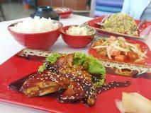 Schließen Sie japanisches Lebensmittel auf dem Tisch ein Stockfotos