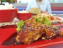 Schließen Sie japanisches Lebensmittel auf dem Tisch ein Stockbild