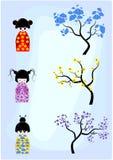 Schließen Sie Kokeshi Puppen an Bäume an stock abbildung
