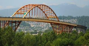 Schließen Sie Mann-Brücke am Sommer an den Port an Stockfotos