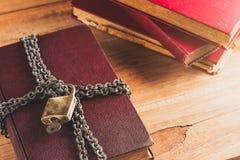 Schließen Sie oben alte Bücher zu lizenzfreie stockfotografie