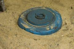 Schließen Sie oben auf Landmine im Sand Lizenzfreie Stockfotografie