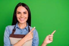 Schließen Sie oben das schöne Foto sie ihre Damenhandarme, die Neuheit Raumkundenkauf-Käufers der Finger besten Service des leere lizenzfreie stockfotos