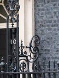 Schlie?en Sie oben vom ?u?eren von 10 Downing Street, von Amtssitz und von Amt des Ministerpr?sidenten Gro?britanniens stockfotos
