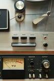 Schließen Sie oben vom alten analogen Zweispulenkasettenrekorder Lizenzfreies Stockfoto