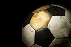 Schließen Sie oben vom alten Fußball Stockfoto