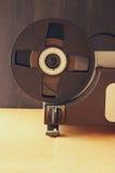 Schließen Sie oben vom alten 8mm Film-Projektorteil Stockfotos