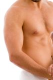 Schließen Sie oben vom Arm des muskulösen Mannes Lizenzfreie Stockfotografie