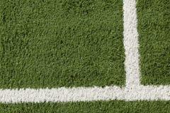 Künstlicher Rasen u. weiße Streifen Stockbild