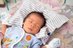 Schließen Sie oben vom asiatischen Baby-Schlafen Lizenzfreie Stockfotografie