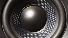 Schließen Sie oben vom Audiosprecher, der vom Ton vibriert stock footage