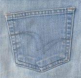 Schließen Sie oben vom blauen Denim Jean mit Taschen-Detail Stockfotografie