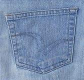 Schließen Sie oben vom blauen Denim Jean mit Taschen-Detail Lizenzfreies Stockfoto